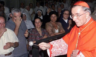 Dolor por la muerte del Arzobispo Emérito de Turín y custodio de la Sábana Santa