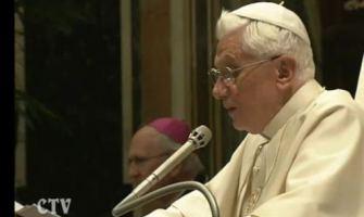 """""""La técnica que domina al hombre le priva de su humanidad"""", Benedicto XVI"""