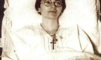 Vivió 50 años postrada en cama sin comer ni beber ni dormir; sólo se alimentaba de la Eucaristía
