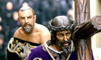 «La pasión de Cristo nos impulsa a cargar sobre nuestros hombros el sufrimiento del mundo»