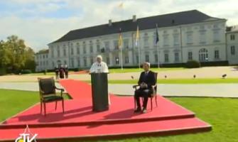 """El Papa llega a Alemania: """"He venido a encontrarme con la gente y hablar de Dios"""""""