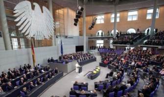 Papa pide a políticos que basen decisiones en la naturaleza humana para asegurar la justicia