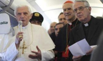 Una abierta y sincera entrevista de Benedicto XVI con los periodistas rumbo a Berlín
