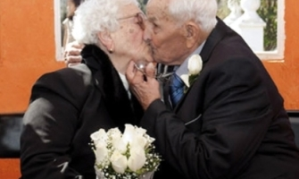 """Ancianos esposos celebran 75 años de matrimonio amándose """"como el primer día"""""""