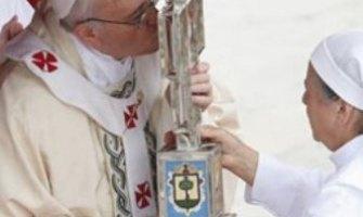 Los nuevos santos nos invitan a la fidelidad y a ver a Jesús en los débiles