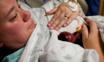 Bebé prematuro de 19 semanas vivió algunos minutos y ha conmovido a millones de personas