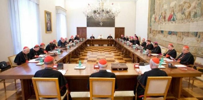 """El """"C8"""" examina los dicasterios vaticanos"""