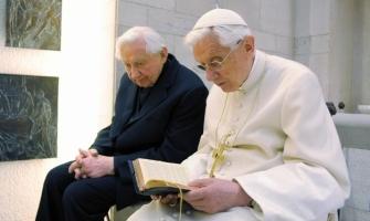 Benedicto XVI pasará la Navidad en compañía de su hermano