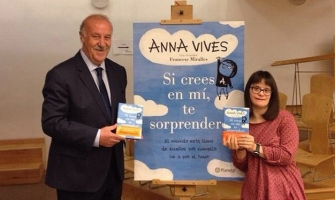 Se presenta el primer libro de Anna Vives, diseñadora tipográfica con Síndrome de Down