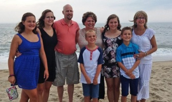 Tricia creía que se bastaba ella sola con su hijo, hasta que su enfermera los adoptó en su familia