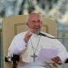 La familia de Jesús no es de fábula, nos ayuda a redescubrir la vocación y misión de toda familia, dijo el Papa en la Catequesis