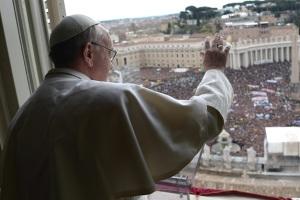 Francisco en el ángelus: Dios tiene sed de nosotros