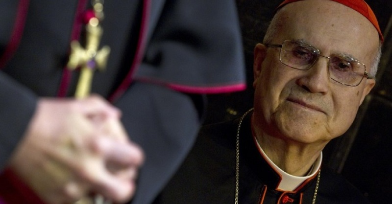 Bertone sabía siete meses antes que Benedicto XVI iba a renunciar