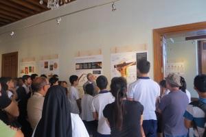 """""""El primer Evangelio"""": Exposición sobre Sábana Santa congrega a miles en Perú"""
