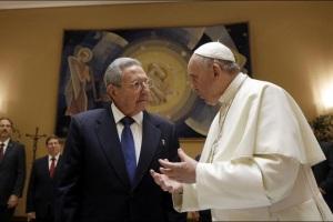 Raúl Castro: «Si Francisco sigue así volveré a rezar»