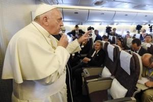 Francisco, en el avión, confirma que Roma sigue investigando Medjugorje para orientar a los obispos