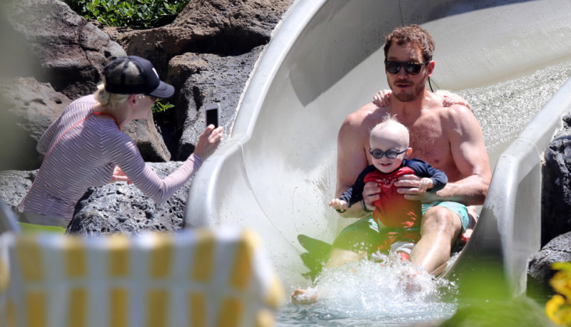 Chris Pratt, la estrella de «Jurassic World», dice que su hijo prematuro le cambió el trato con Dios