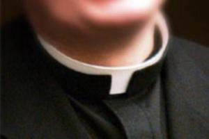 Las 23 razones por las que todo sacerdote debería llevar alzacuellos