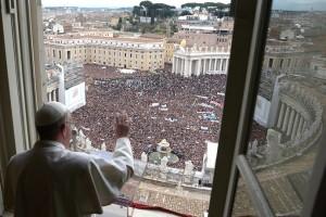 """""""Nutrirnos de Jesús Pan de Vida, siempre con fe"""", el Papa en el Ángelus dominical"""