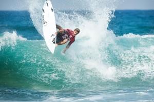 Santiago Muñiz, nueva estrella del surf, con el nombre de Jesús en los labios