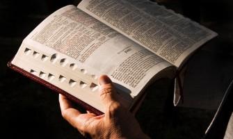 """He escuchado muchas veces decir que """"yo creo en la Biblia y nada más"""" ¿Es correcto esto?"""