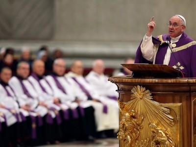 El Papa decreta que durante un año cualquier cura podrá absolver a quien confiese pecados de aborto