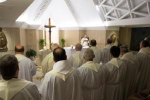 Cada uno tiene un ángel a su lado, escuchémoslo dócilmente, pidió el Papa