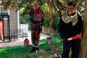 """Nueva moda macabra de Halloween: Casas """"decoradas"""" con motivos del Estado Islámico"""
