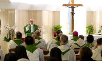 El Papa en Sta. Marta: 'El demonio con el relativismo anestesia la conciencia'