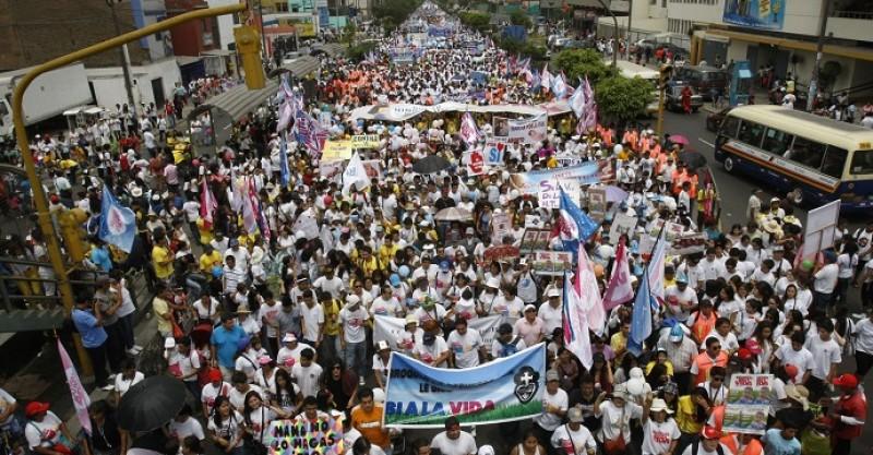 A los candidatos a la presidencia del Perú no les interesa ir contra la «Marcha por la Vida»