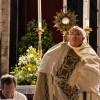 El Papa celebra en Roma el Corpus Christi y pide que nos dejemos 'partir' para los demás