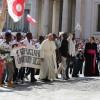 El Papa: Jesús nunca permanece indiferente a la oración humilde y confiada
