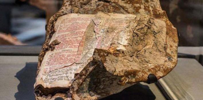Una Biblia hallada en un infierno