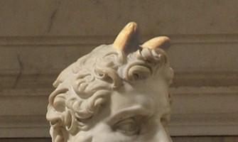 ¿Por qué la estatua más famosa de Moisés tiene cuernos?