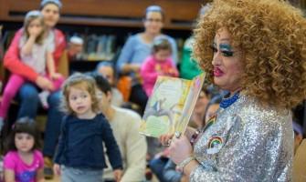Drag queens inundan las bibliotecas de Nueva York para adoctrinar a los niños