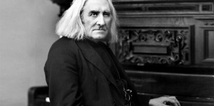 Liszt, músico genial, amigo de Wagner y del Papa, rodeado de amantes y elogios, murió unido a Dios