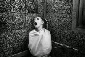 ¿Cómo discernir si hay enfermedad mental o posesión demoníaca? Un sacerdote experto lo explica