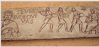 37308_un_sarcofago_cristiano_del_siglo_iii_con_la_virgen_y_los_magos_y_una_chica_leyendo_la_biblia