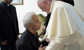 El Papa recibe al padre Tom: cautivo de yihadistas, le cuenta, rezaba mentalmente la misa cada día