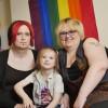 Así es la «familia de género fluido»: él es trans, ella es hombre y/o mujer y el hijo ya decidirá