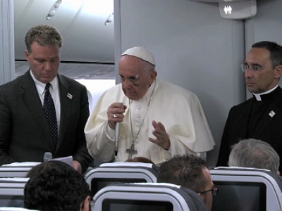 Rueda de prensa del Papa en el avión al regreso de Colombia
