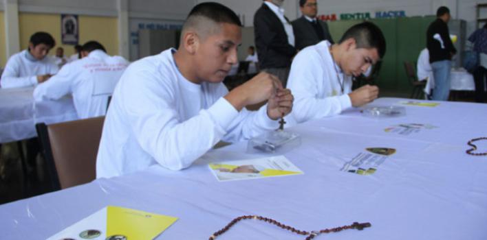 Las cuentas del rosario que son sinónimo de esperanza en Perú