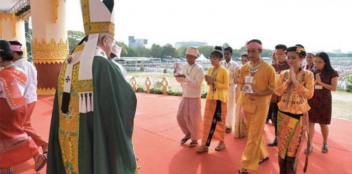«La venganza no es el camino de Jesús, es el perdón»: misa del Papa con los católicos de Myanmar