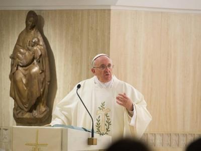 El Papa pide cristianos coherentes que no causen escándalo ante el pueblo de Dios