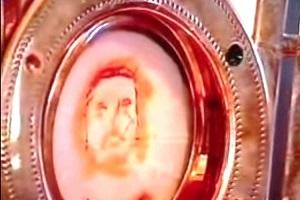 Milagro eucarístico en la India en el que se ver el rostro de Jesus en la Hostia