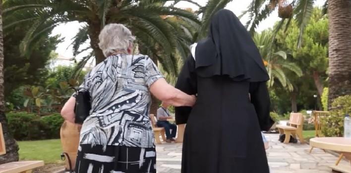 """""""En las puertas del cielo"""": Nuevo documental sobre religiosas que sirven a ancianos"""