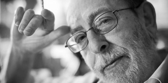 Alain de Benoist: «Quien controla el poder de definir las palabras, controla también las mentes»