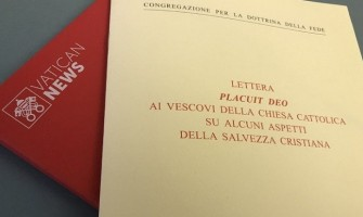 """Carta 'Placuit Deo': """"Recibimos la salvación traída por Jesús en la Iglesia"""""""