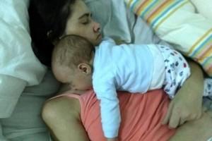 Mujer que dio a luz en estado de coma despierta y conmociona las redes
