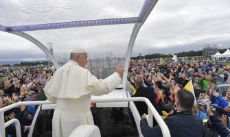 """Misa de las Familias: Iglesia llamada a """"salir"""" para llevar las palabras de vida eterna"""